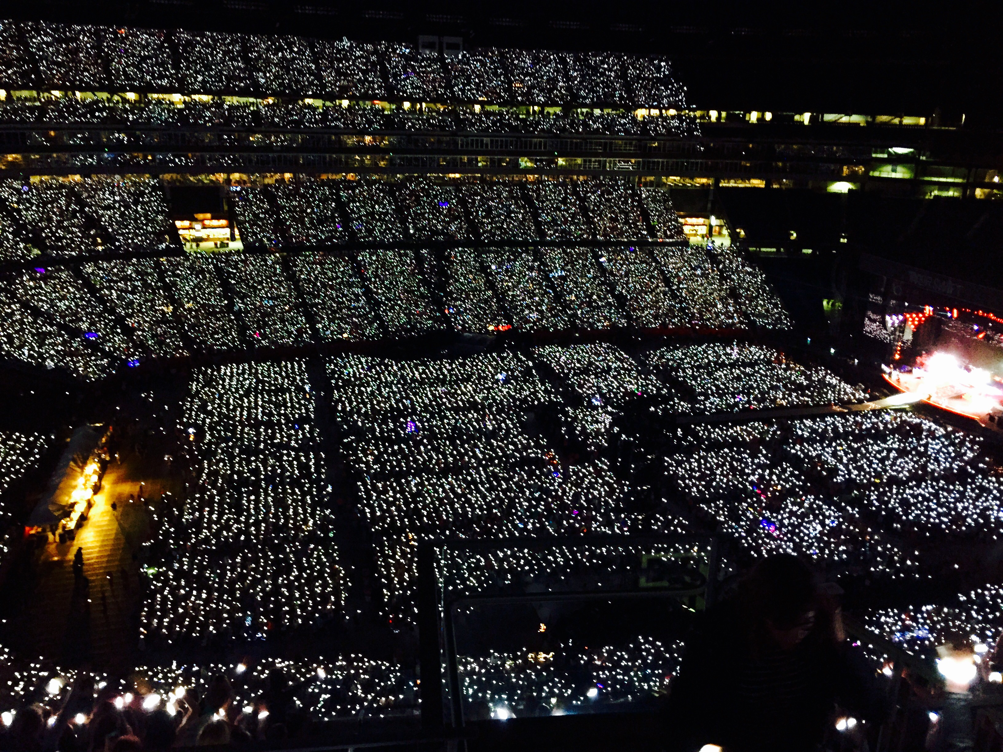 60,000 wrist bands lit up